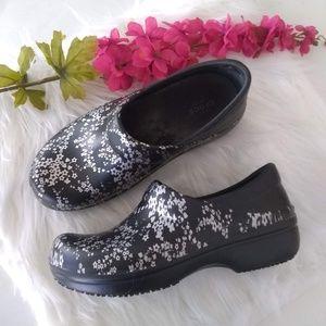 EUC Crocs Floral Comfort Nursing Shoes Size 8